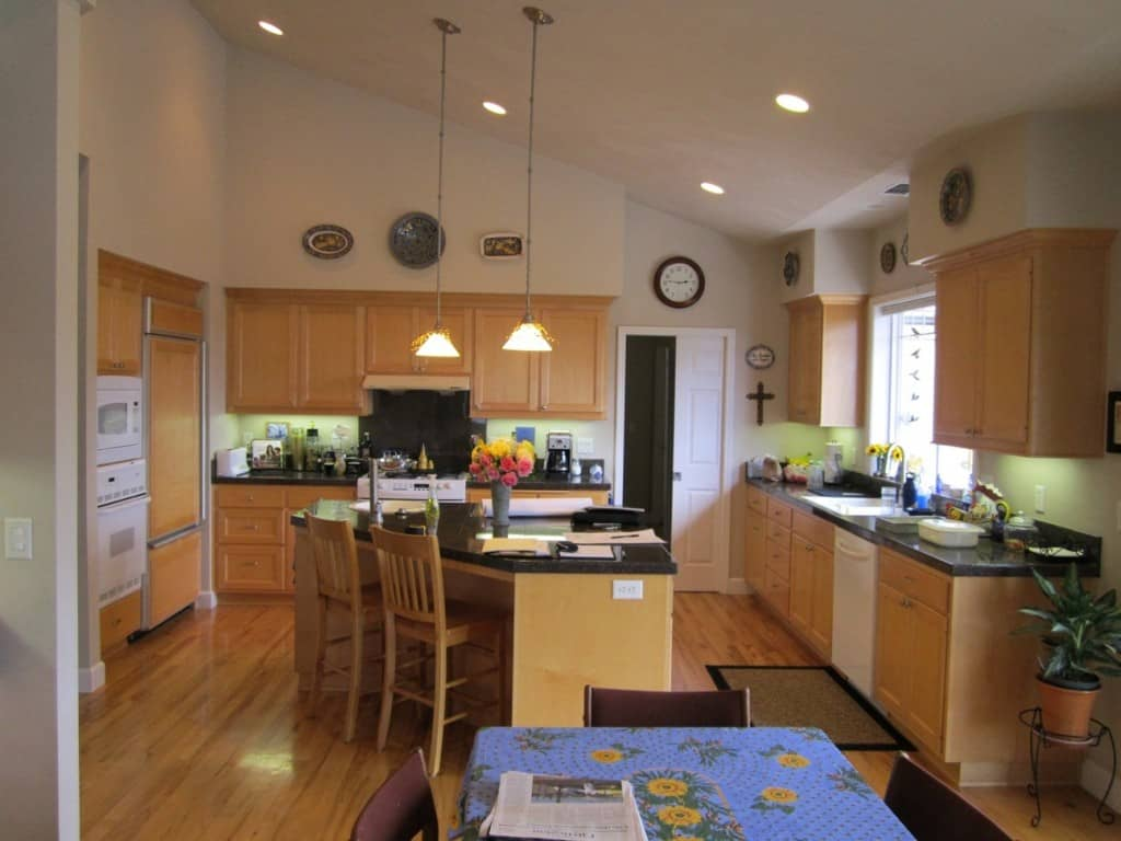 Eugene Contemporary Home's kitchen before Neil Kelly Renovation