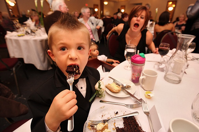 kid-eating-cake