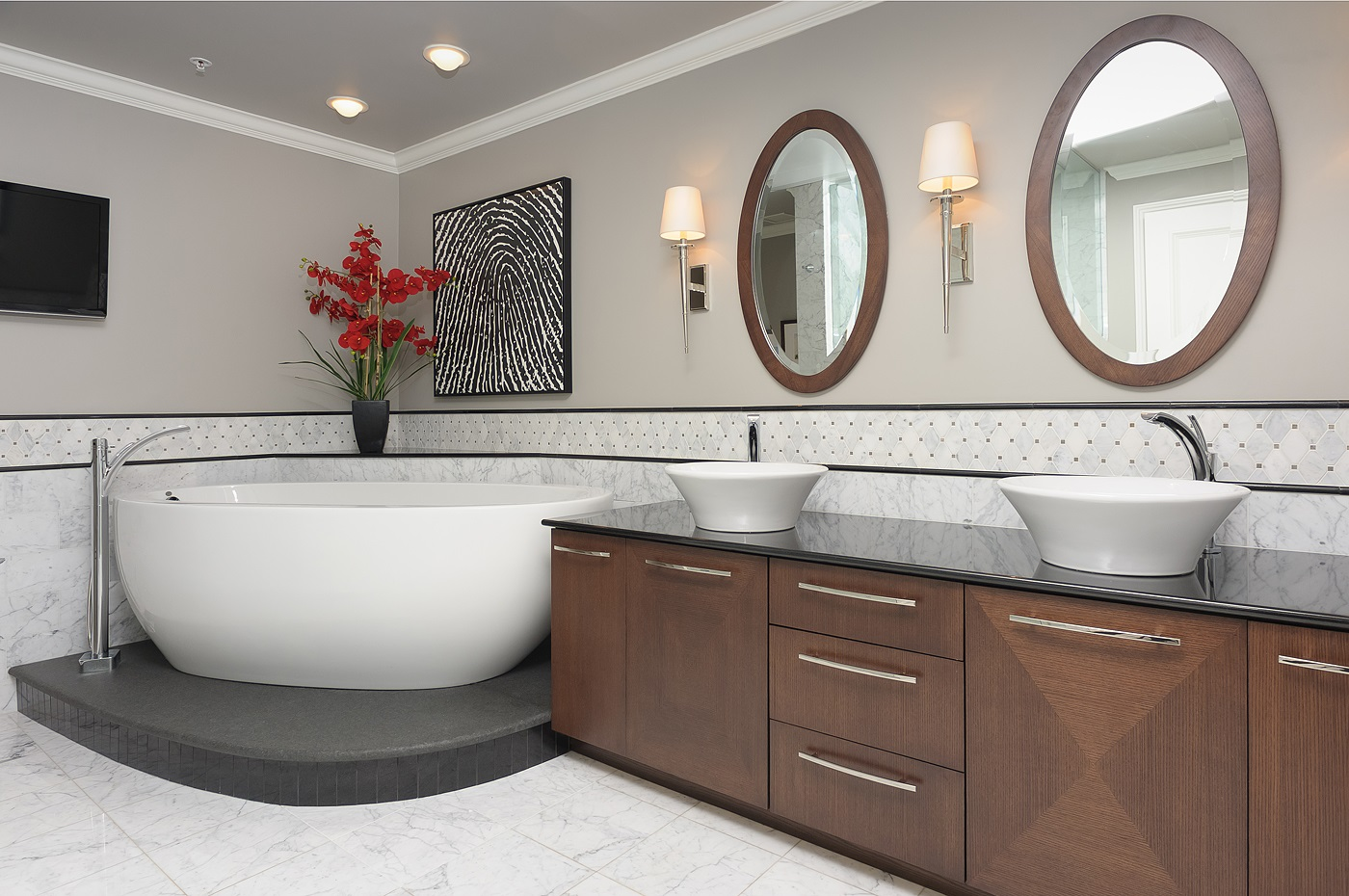 white bathroom, neil kelly design build, bathroom remodeling, bath renovation, neil kelly portland, neil kelly lake oswego,remodeling central oregon,
