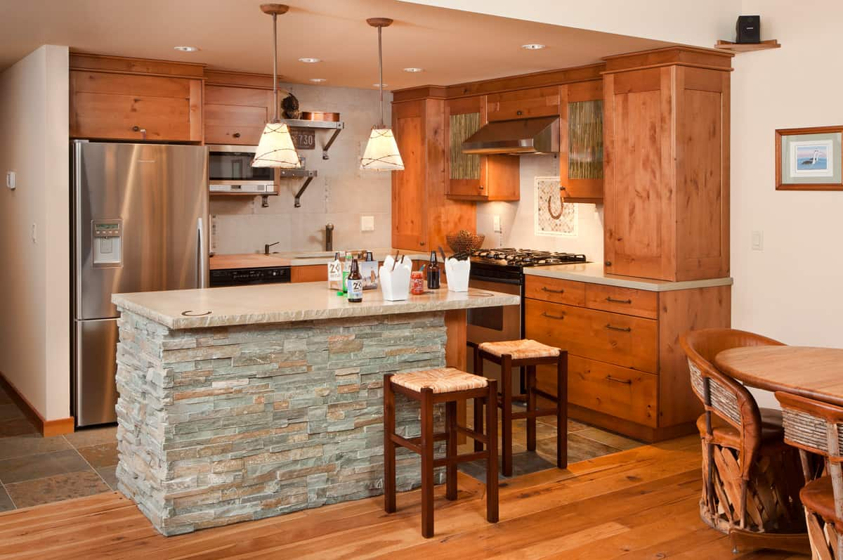 This Bend kitchen remodel project rejuvenated an old kitchen to a modern, craftsmen style kitchen