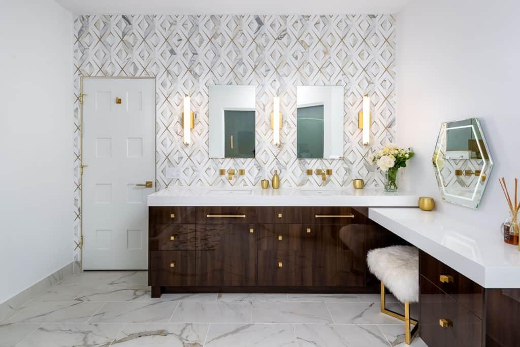 Eugene Luxury Bath